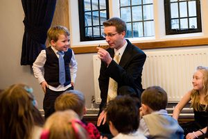 """Wedding entertainer for children """"Magic Mike"""" in action!"""