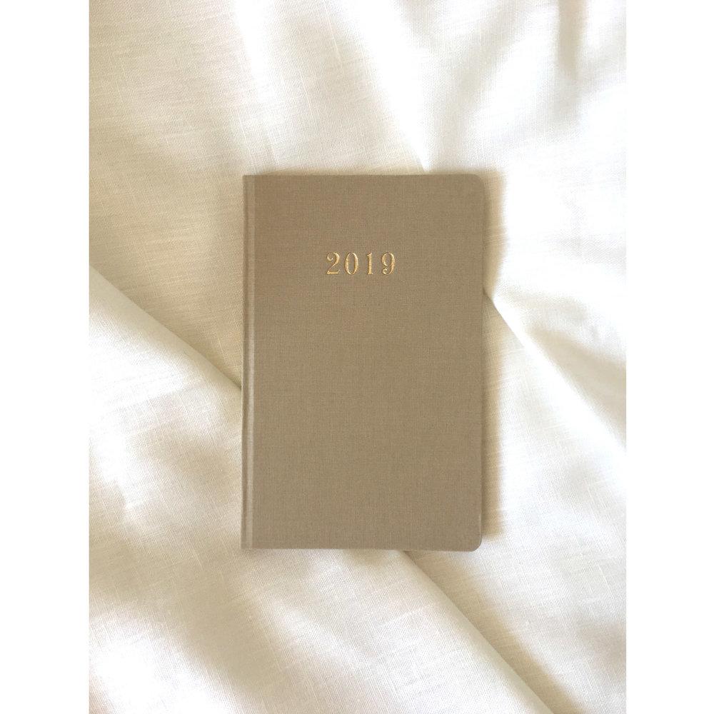 2019-week-to-view-diary-beige.jpg