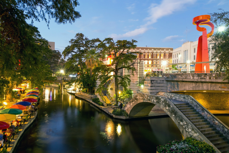 san-antonio-riverwalk_liz-petroff_232093342.jpg