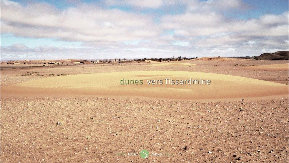 Des dunes qui se dirigent vers le village de Tissardmine (Errachidia).