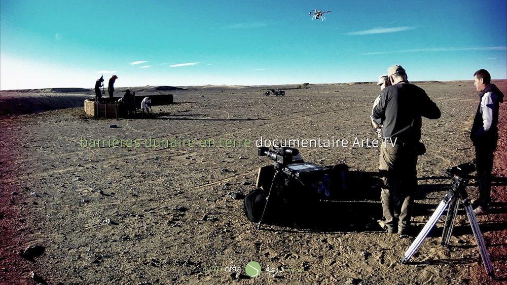 Le projet d'Amezrou et la construction de la barrière en terre à Tissardmine fera partie d'une série documentaire sur la désertification dans 5 déserts du monde, qui prépare actuellement MonaLisa Prod pour ARTE, TV5, UKTV, GLOBO TV...