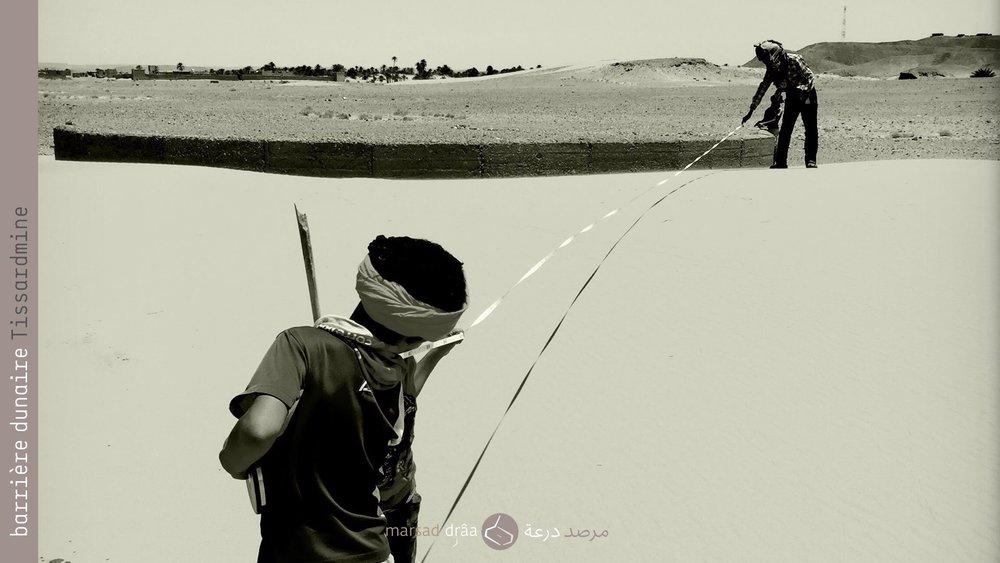 11. Actuellement nous faisons un suivi de la dune avec l'aide des enfants du village auxquels on essaie de transmettre l'importante de la recherche et de l'expérimentation. Il faut dire que nous ne comptons pas avec les données climatiques nécessaires pour bien constater les variations, mais dorénavant nous travaillons avec le Haut Commissariat des Eaux et Forêts d'Errachidia, ce qui nous permettra d'aller plus loin dans cette expérience.