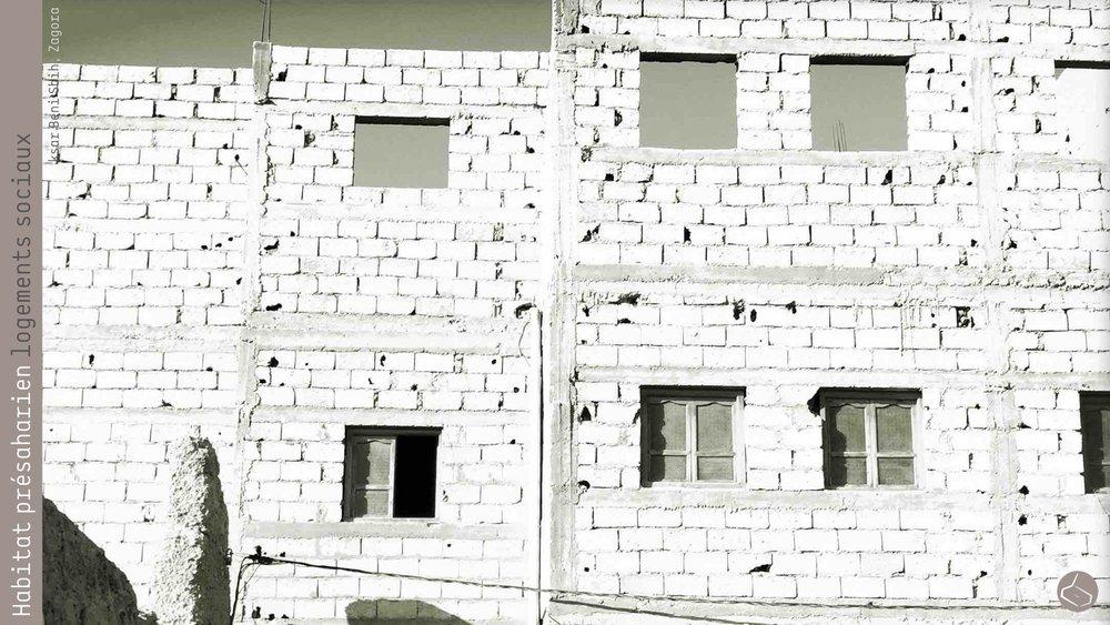 56. De telle sorte que même les logements sociaux ne peuvent pas être construits en terre puisque le règlement ne mentionne pas ce matériau, seulement les blocs en béton et le murs en béton.       56. So, even social housing can not be built in rammed earth since regulations do not mention this material, only concrete blocks and concrete walls.