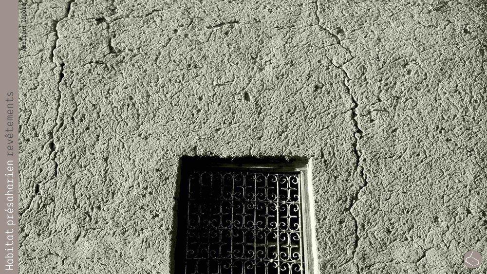 64. Ainsi, il y a ceux qui cherchent une solution contre la dégradation des revêtements (horizontaux et verticaux), qui sont la première barrière contre l'eau, et pourtant du commencement de toute ruine architecturale.       64. Thus, there are those who seek a solution against degradation of coatings (horizontal and vertical), which are the first barrier against water, the beginning of most of architectural ruins.