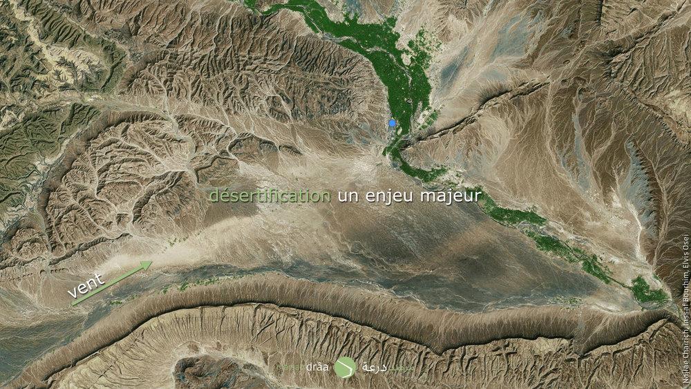 La désertification est un enjeu majeur dans les régions désertiques puisqu'il menace des villes entières. Dans le cas d'Amezrou, les dunes viennent du sud-ouest, grâce à l'action du vent.