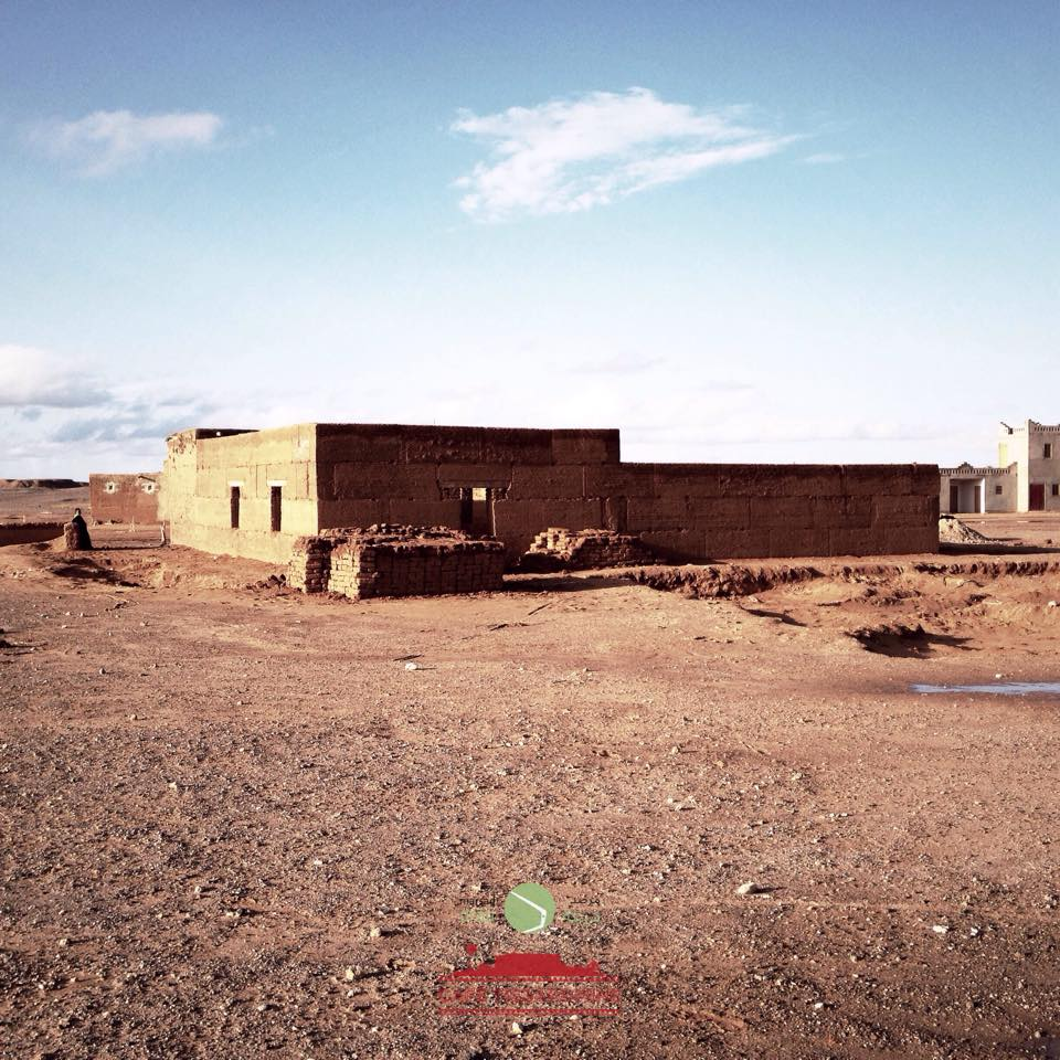The construction of the Community Center must use materials of the plot, it means, just the earth with gravel, with no sand and no straw.