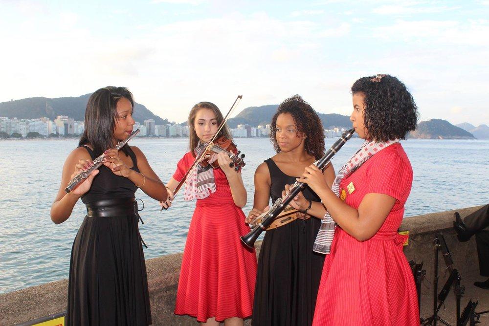 Integrantes da Orquestra Violões do Forte