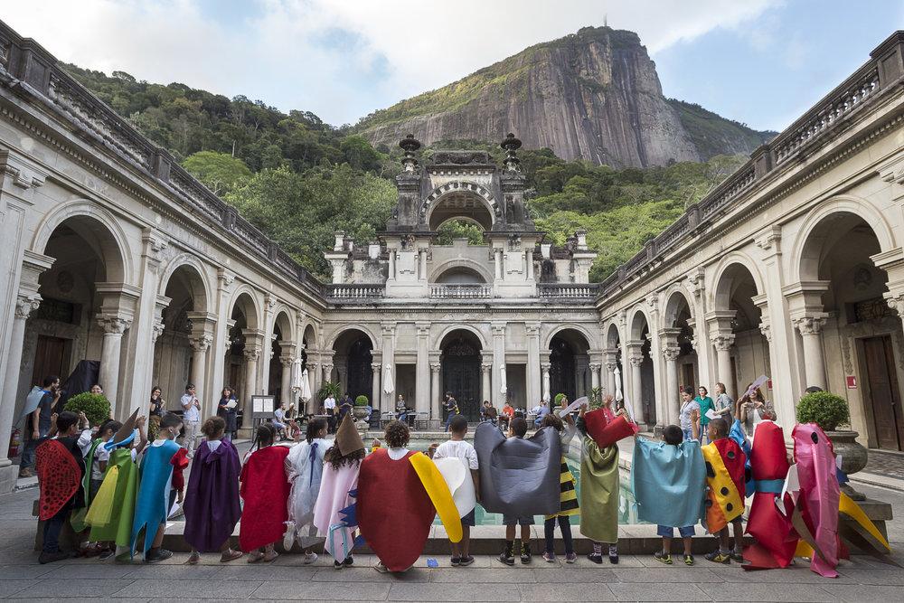 Uma das oficinas reuniu crianças na Escola de Artes Visuais Parque Lage, Rio de Janeiro