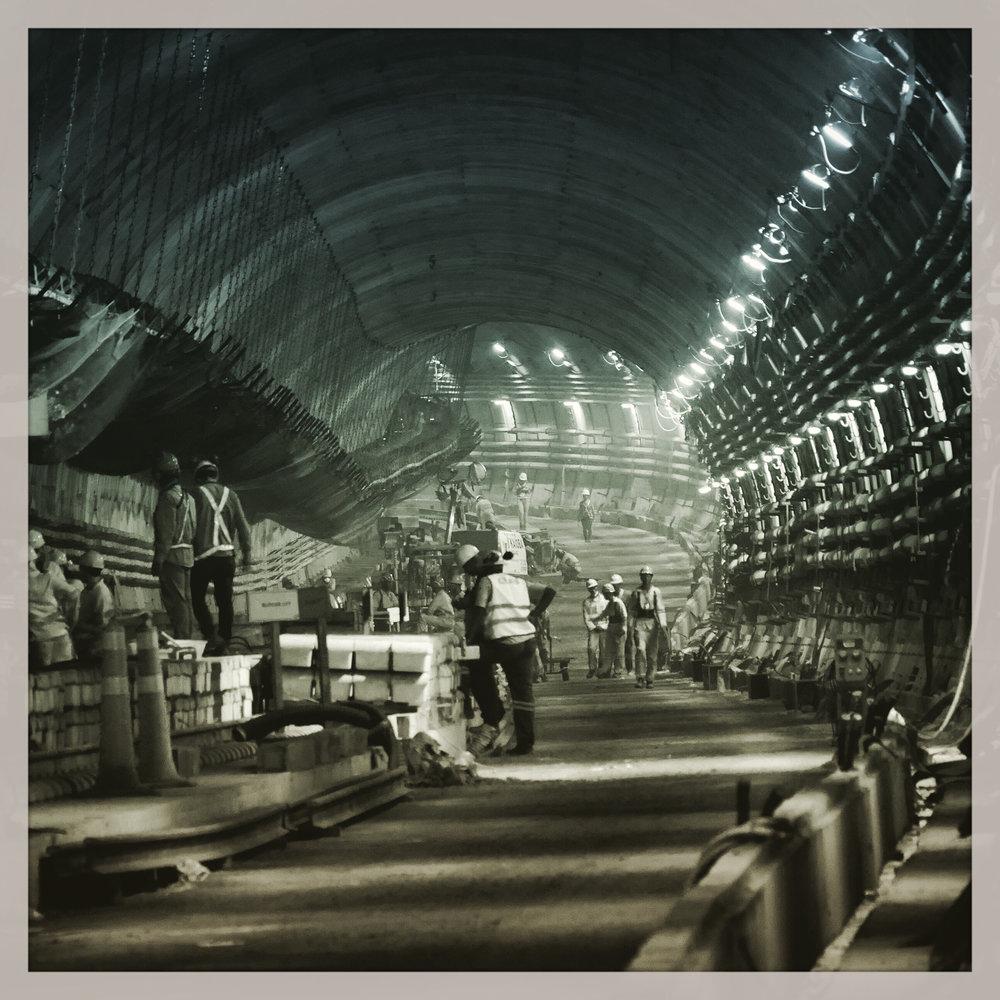 Visão de artista: Nauenberg mergulhou nos subterrâneos para clicar as ações do homem