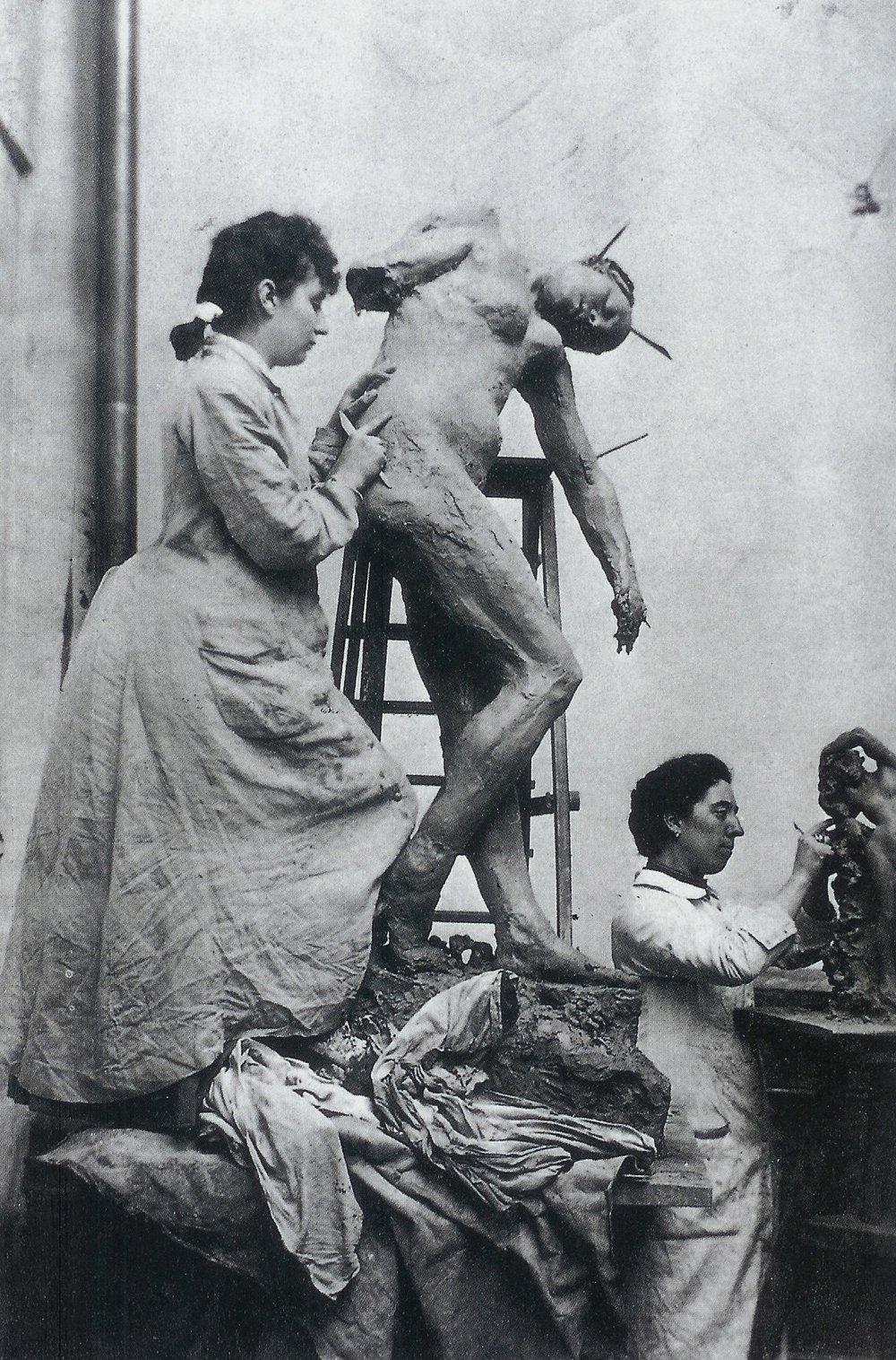 Camille e Rodin no estúdio, onde viveram história conturbada de amor entre 1886 a 1893