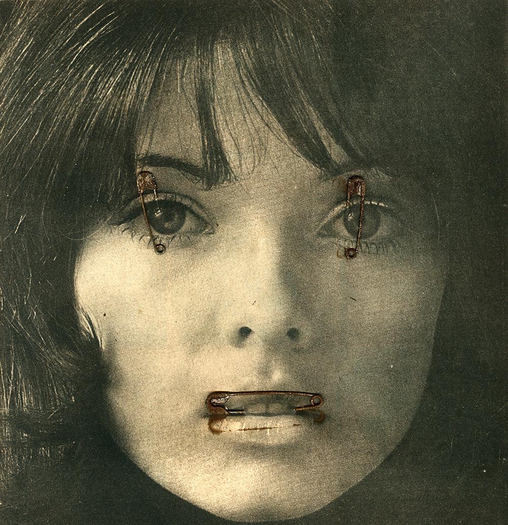 """Letícia Parente, Sem Título, série """"Mulheres"""", corte de revista e metal s/papel, 31,5x21,5cm"""