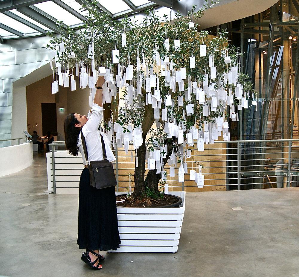 Yoko Ono, Árvore dos Pedidos para o mundo, 2011, Guggenheim