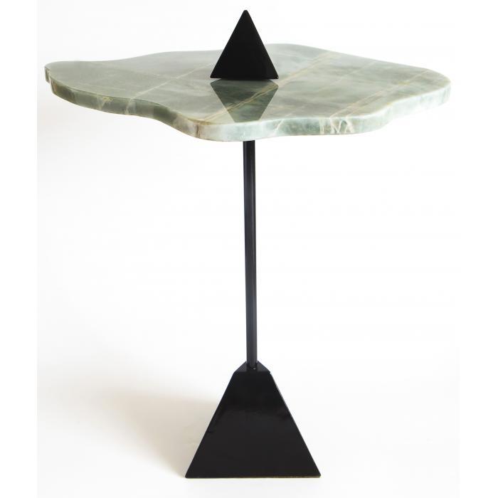 Manu Reyes (mesa lateral triângulo)