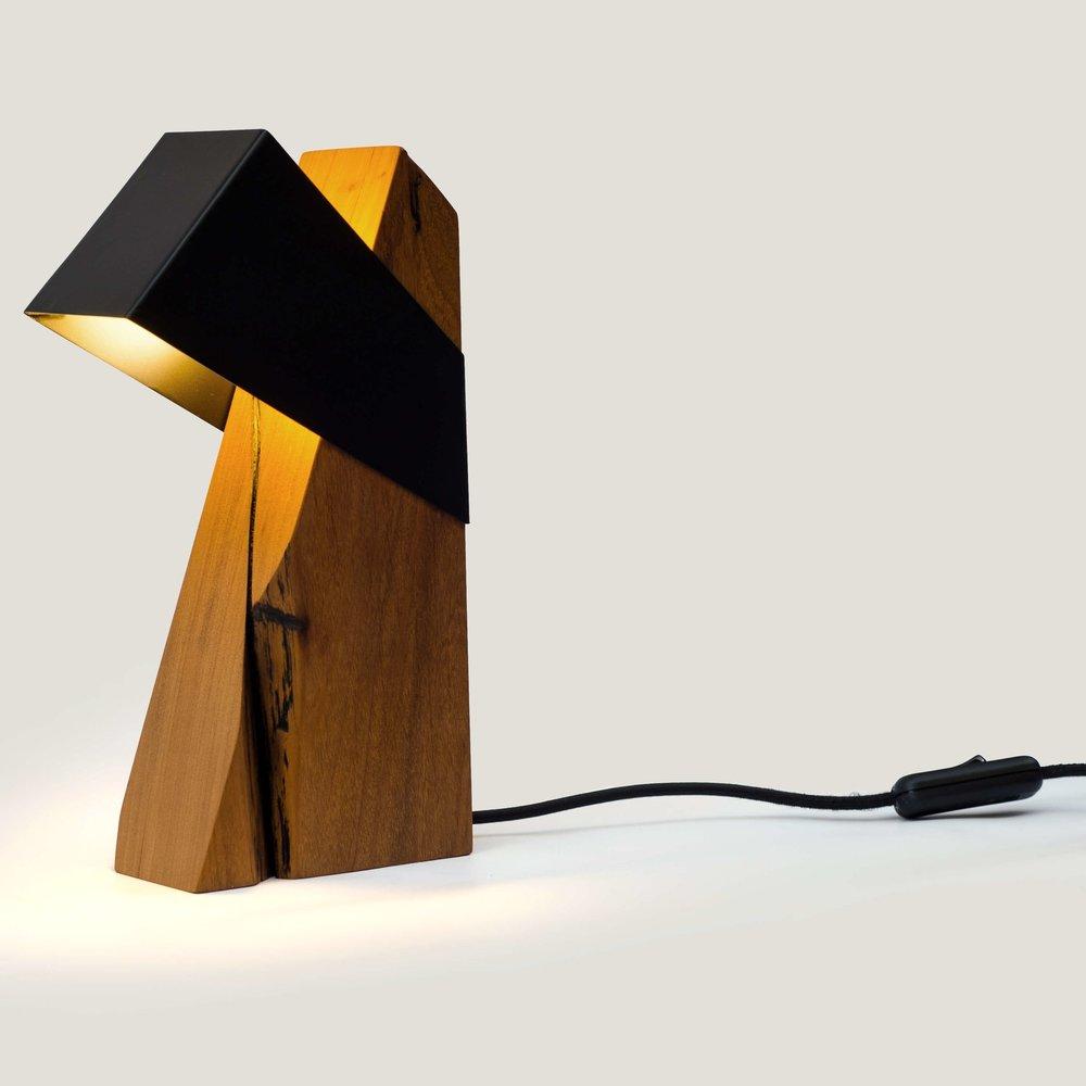Caio Superchi (luminária viga)