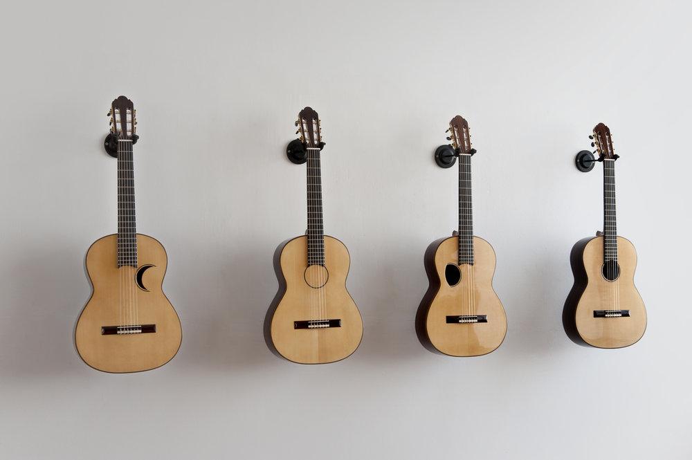 Los Carpinteros, Quatro guitarras, 2015, violões acústicos, dimensões variadas