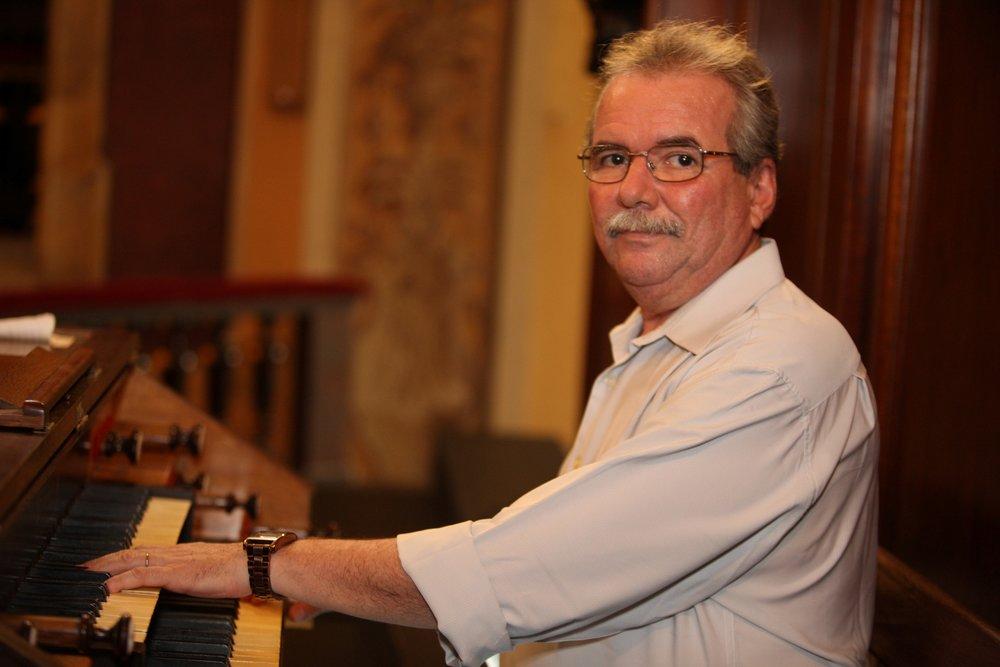 """O pianista Paulo José Campos de Melo vai acompanhar """"Luzes na Cidade"""" em tempo real"""