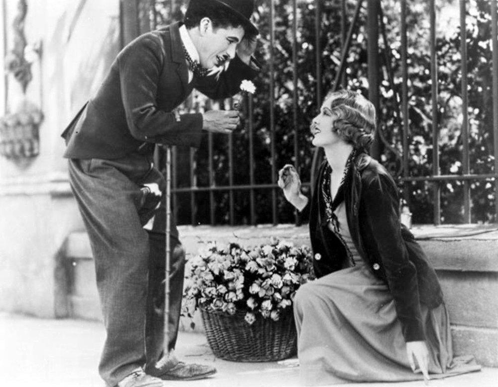 """Na imagem, cena de """"Luzes na Cidade"""", Charles Chaplin, 1931."""