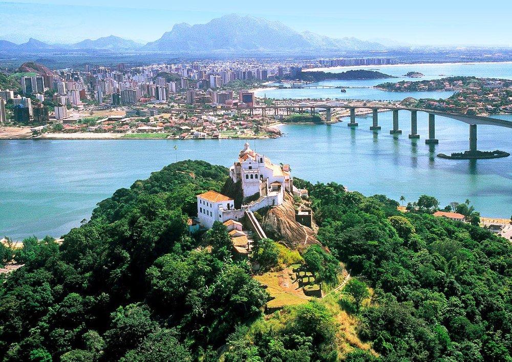 Vitória, a Baía e a Capital, e o Convento da Penha, em Vila Velha, construído em 1558
