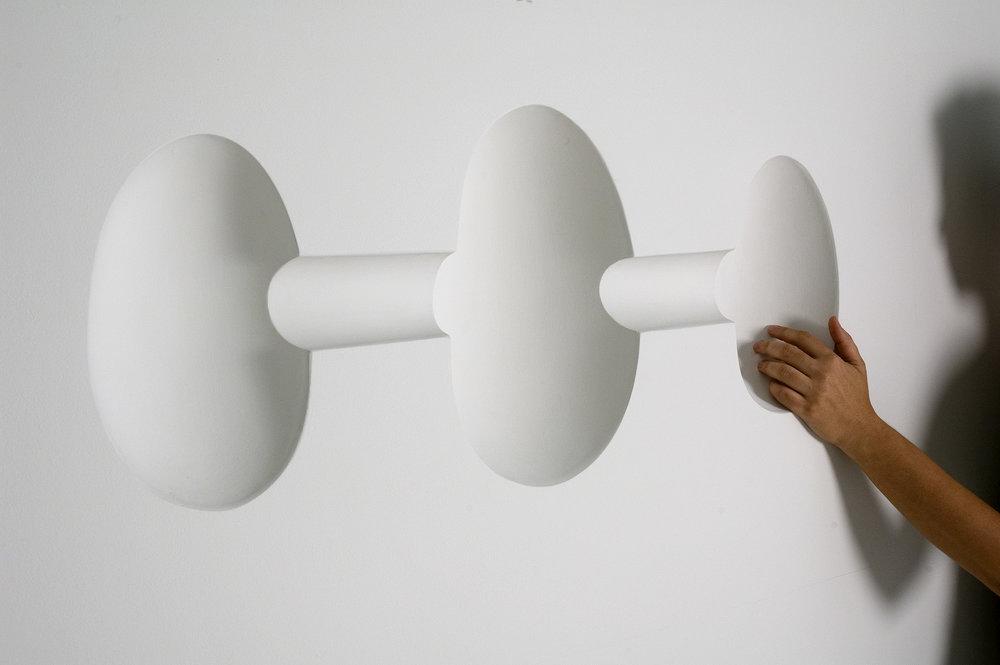 """A obra """"Topos"""", de Suzana Queiroga, foi doada ao MNBA em 2009 /Foto de Beto Felicio"""