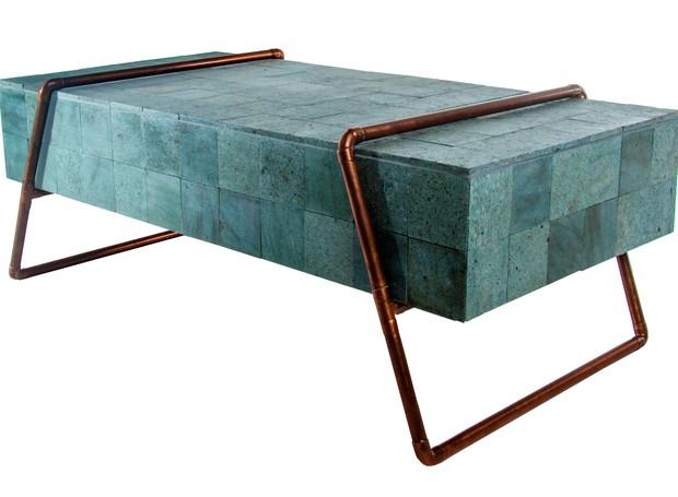Paulo Moreira, Monolito, mesa de centro feita com estrutura tubular e pedra