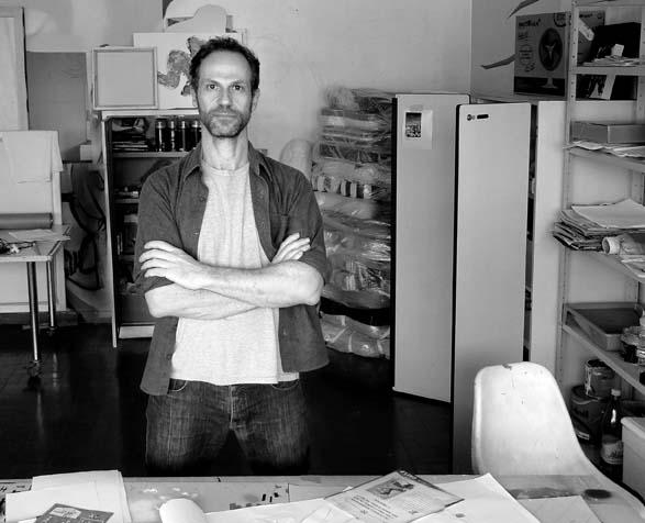 Purpurina no concreto: Heleno Bernardi tem criado obras que se misturam ao espaço urbano