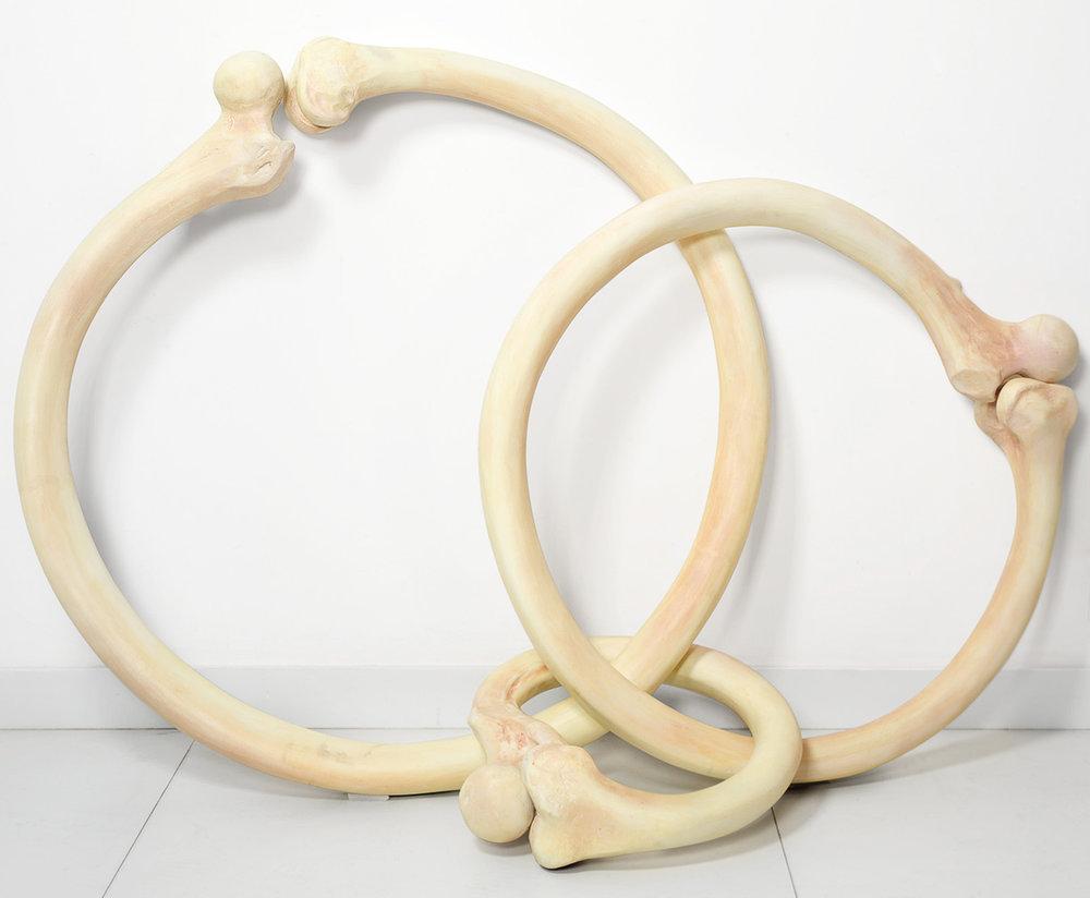 Tunga, Les bijoux de Madame de Sade, 1983, resina epoxi, dimensões variáveis        Acervo Tunga, Rio de Janeiro/ Jorge Bastos