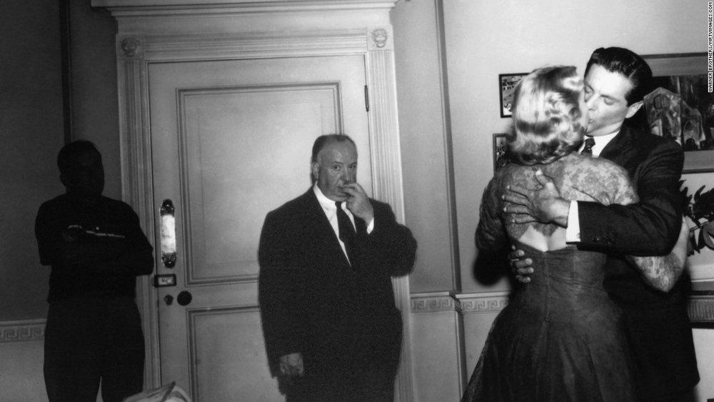 """Hitchcock no set do primeiro filme que rodou com Grace Kelly:""""Disque M para matar"""" (1954)"""