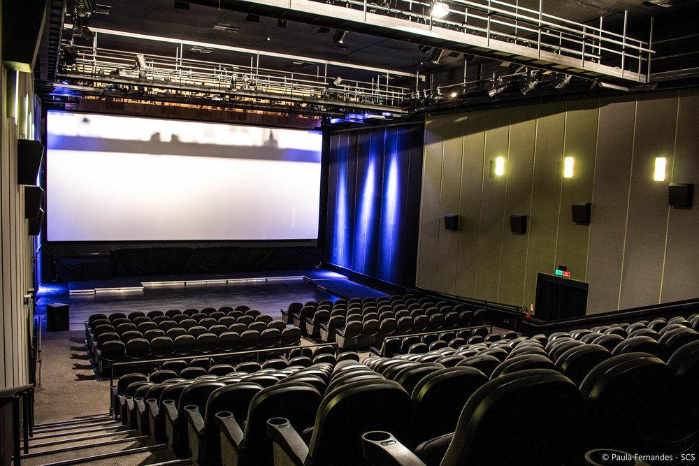 A sala do CineArte UFF é ideal para quem curte assistir aos bons filmes selecionados pela programação