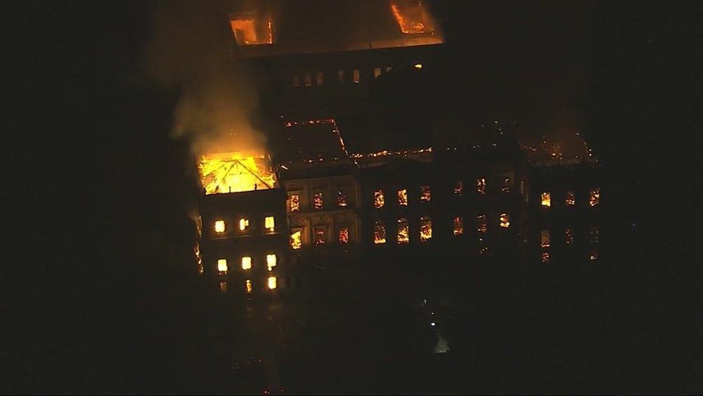 O incêndio do dia dois de setembro mergulhou o País numa tristeza que traz muitas reflexões