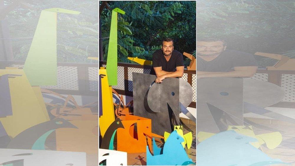 O designer Marcos Scorzelli usou chapa maleável para moldar e dobrar as esculturas minimalistas