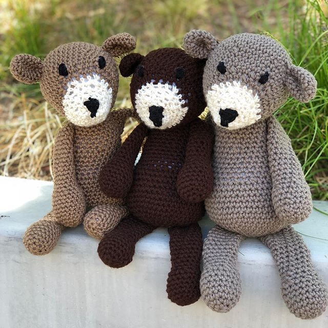 Hi friends! 👋🏽 It's been a minute since I've been active on this account. Been taking a hiatus from crocheting and social media-ing on here. 🤭 I just wanted to say hi and share a pic of a recent commission I did. 🐻🐻🐻 (Stay tuned for more pics! 📸) In case you might be wondering, my shop/site is also on hiatus and I'm taking commission orders only. You can DM me on here or email me at madebymeeeshh@gmail.com 💌 I'm hoping to post a little more of the things I'm working on here and there. ➰ Thanks for sticking it out with me and hope to talk soon! 💜 • • • • #MadeByMeeeshh #handmade #crochet #crochetlife #crochetaddict #crochetersofinstagram #crochetlove #ilovetocrochet #diy #maker #smallbusiness #smallshop #amigurumi #teddybear #stuffedanimals #toys