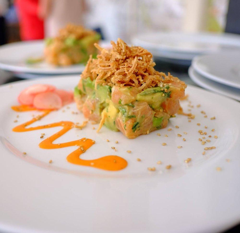 Tartare de saumon, avocat, shoyu, miso
