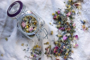 rose-lavender-red-clover-tea-to-sleep-relax.jpg