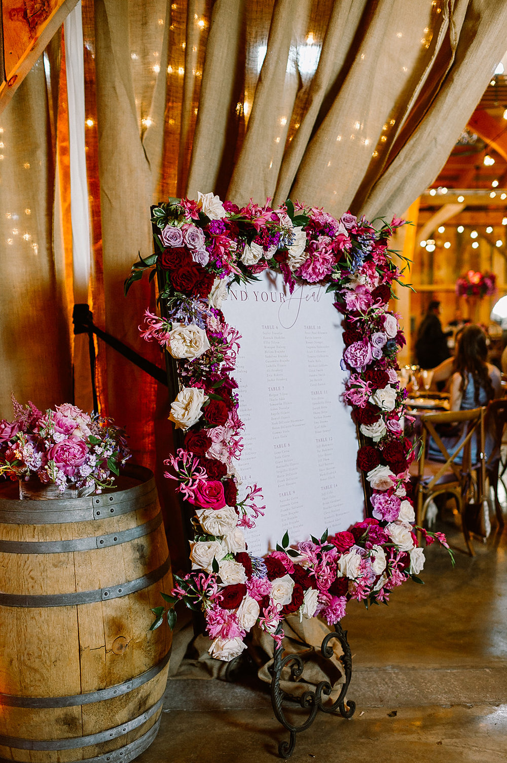 flower-frame-custom-escort-board-Barn-at-Lord-Howe-Valley