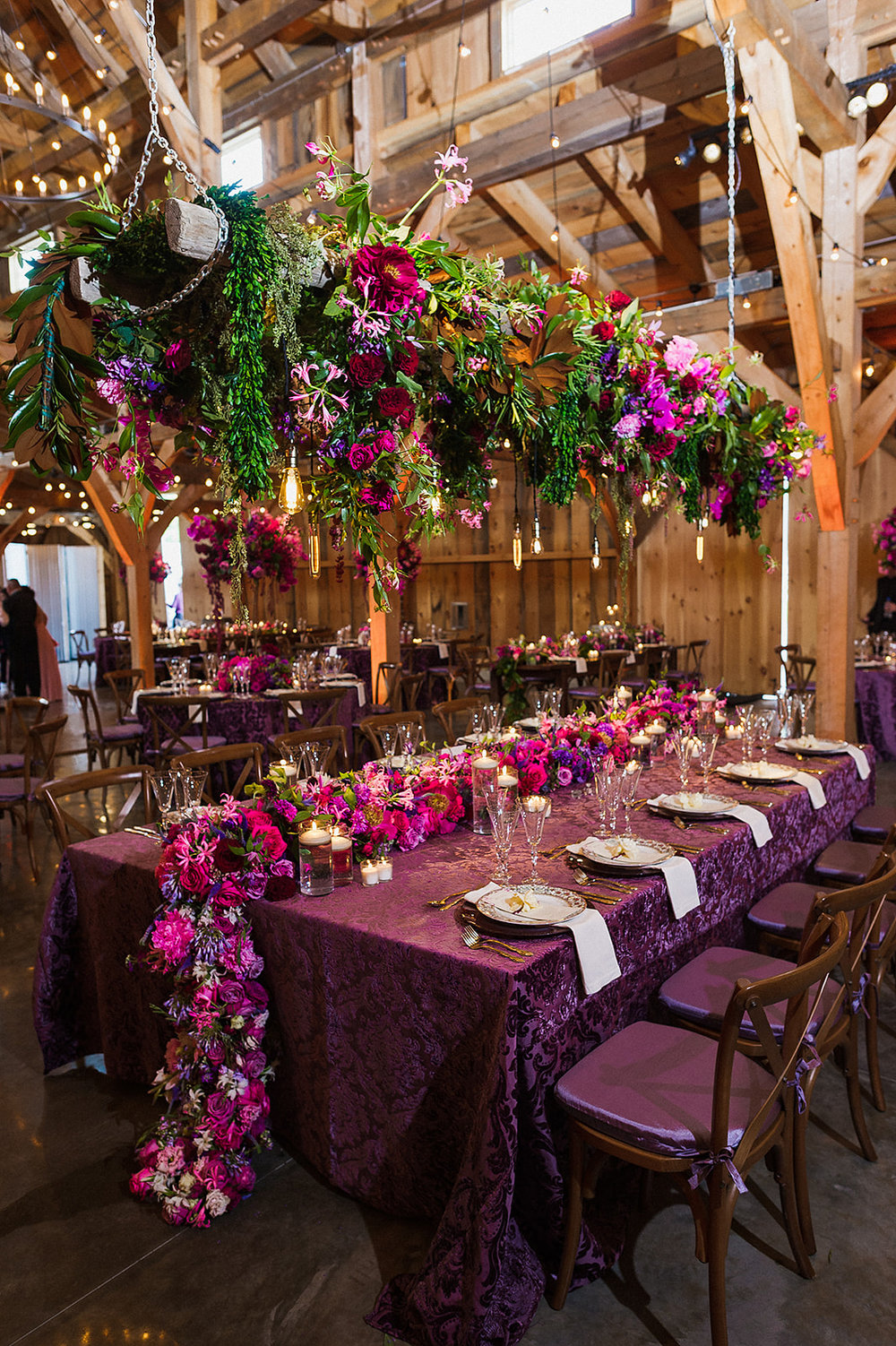 Overhead-hanging-flowers-head-table-Barn-at-Lord-Howe-Valley