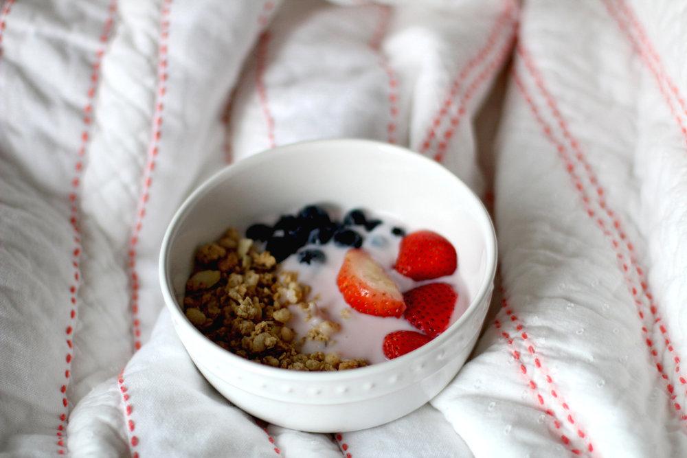Yogurt & Granola Bowl