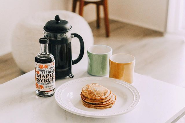 Sunday mornings are better with homemade Irish cream pancakes. Recipe will be on the blog soon!😋