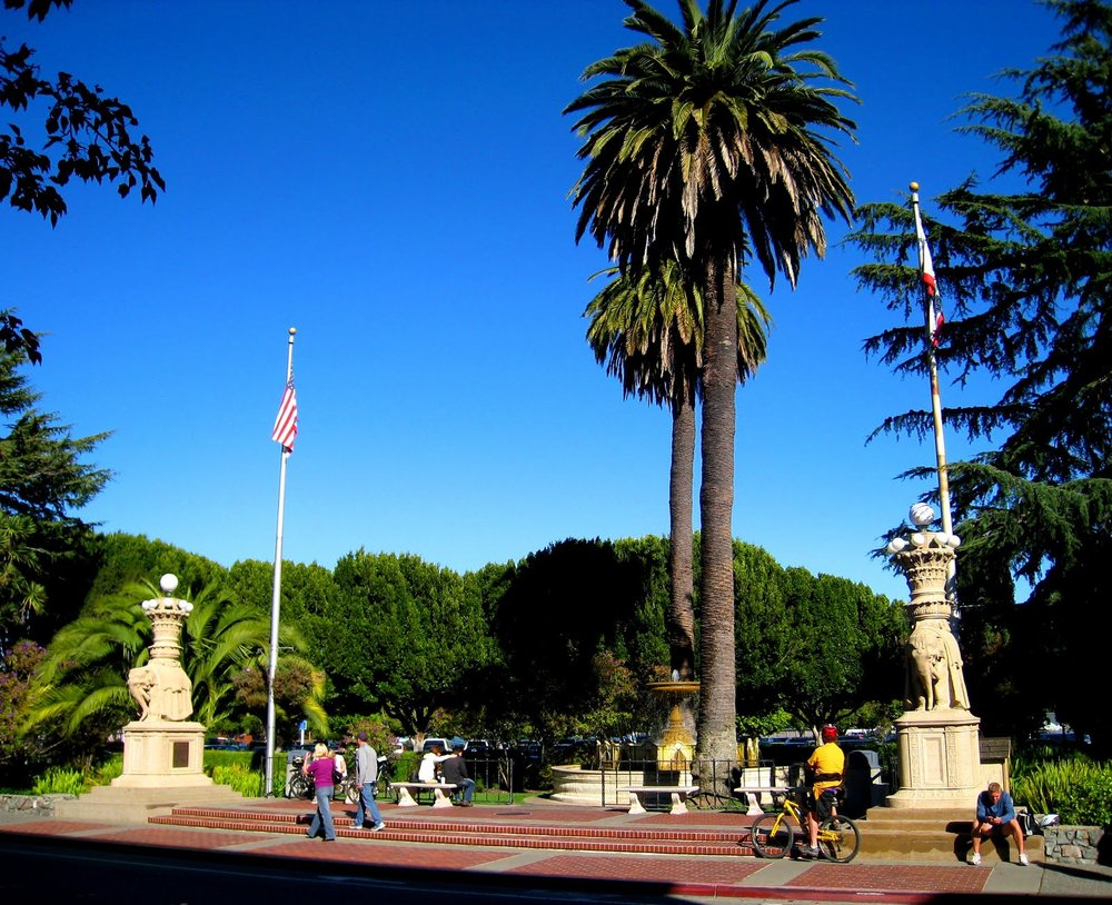 Vina del Mar Plaza - Elephants and Fountain from Pan Pacific Exposition restored for third time. Downtown Vina del Mar Park, central Sausalito.