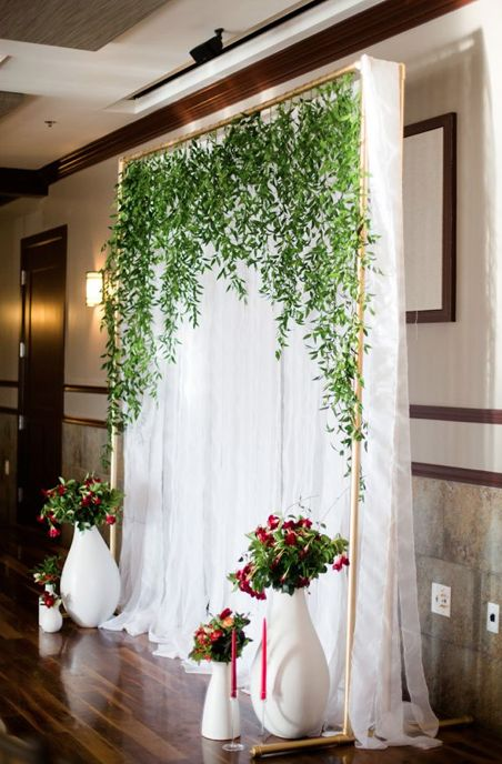 http://rusticweddingchic.com/10-breathless-backdrops-for-your-wedding