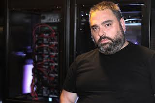Sergio Rentero en la cabina de la sala 4K DAC.