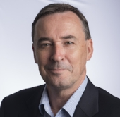 Tim McLennan   CEO, qutbluebox Pty Ltd