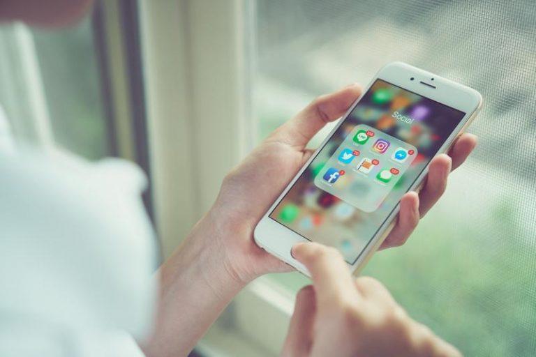smartphone-social-media.jpg