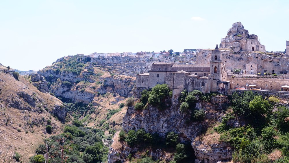 day trips & tours - Explore beautiful white washed towns, ancient ruins, thousand year old churches, seaside cities and UNESCO world heritage sites around Puglia.