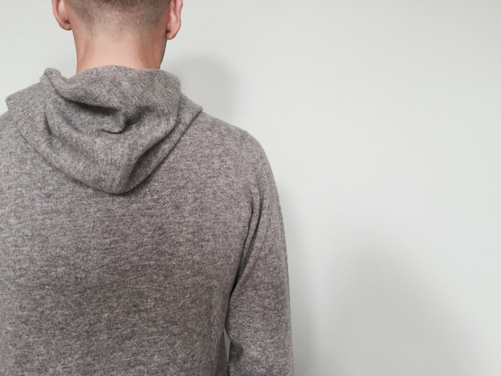 The cashmere hoodie in grey