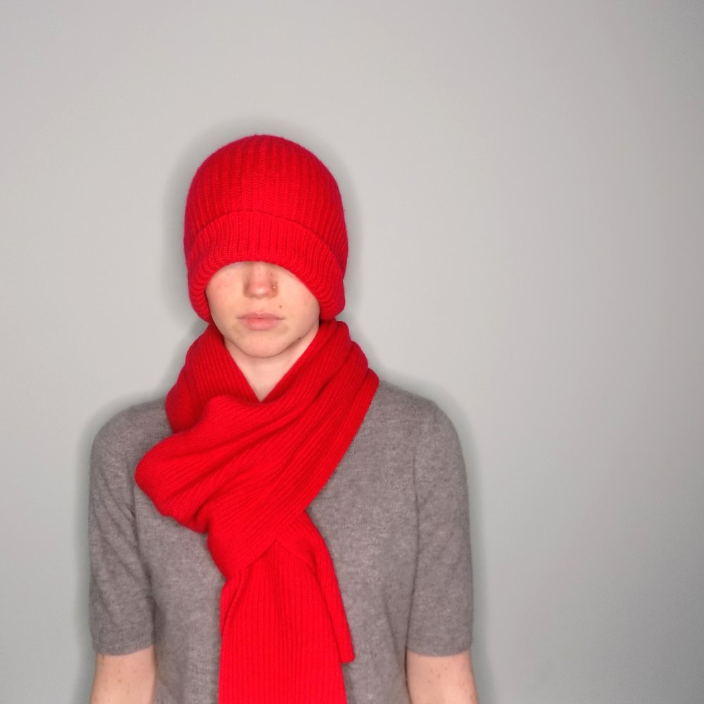 cross-cashmere-red-beanie-hat-scarf-gloves-grey-t-shirt-scottish-cashmere