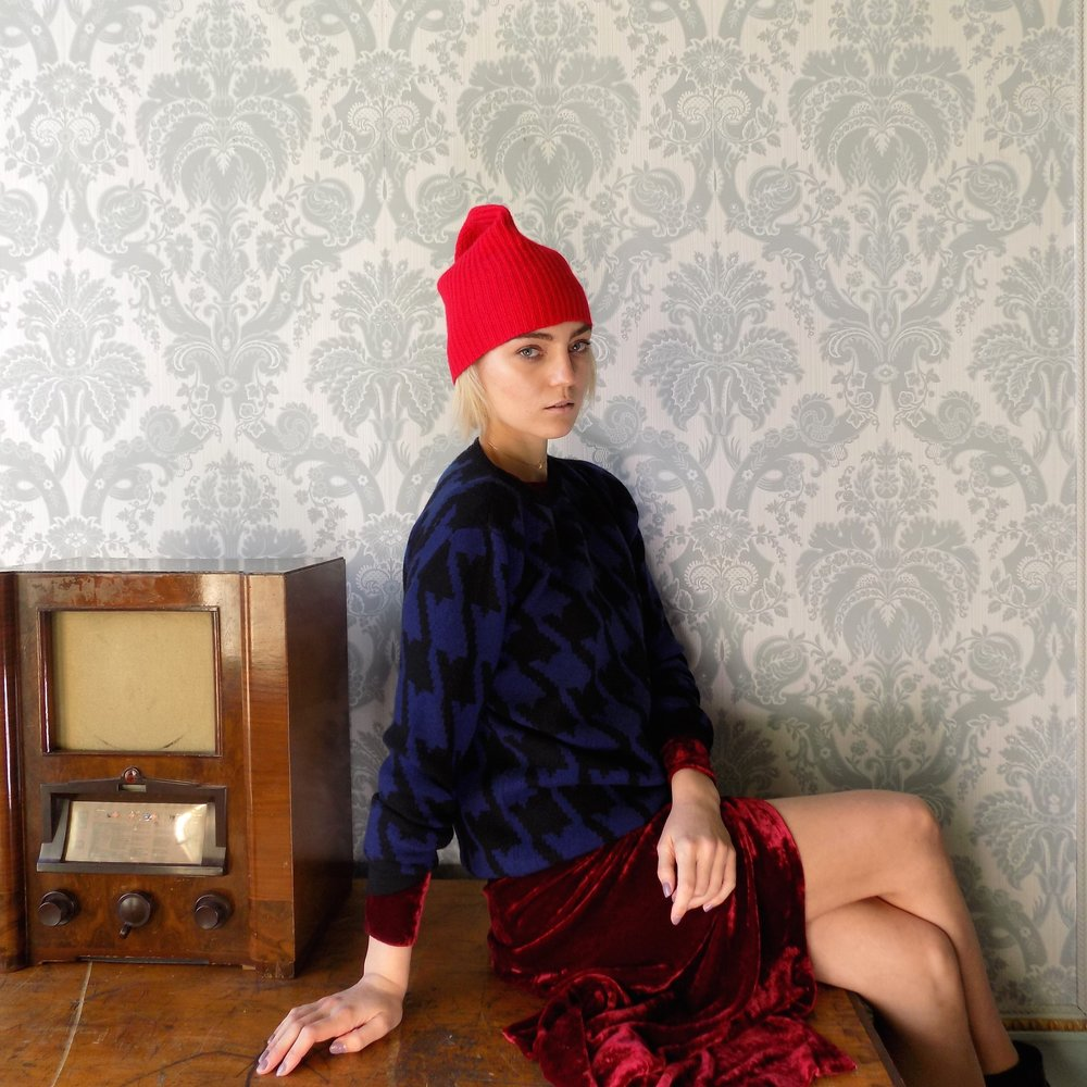 cross-cashmere-red-beanie-simone-murphy