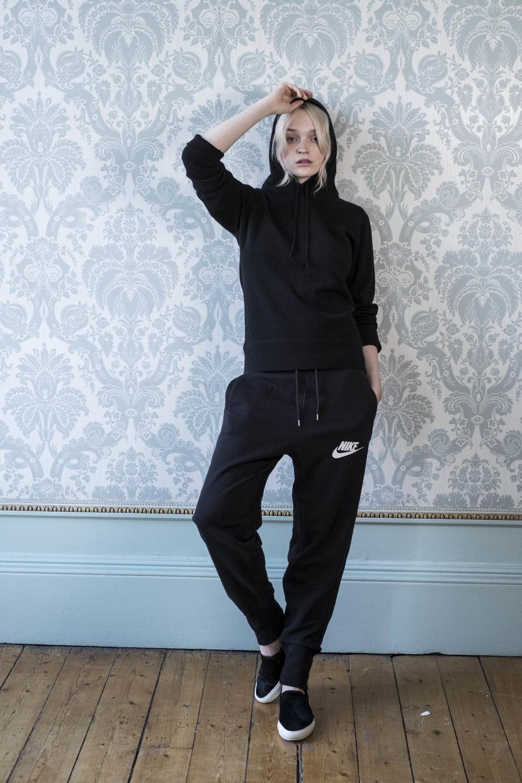 black-cashmere-hoodie-scottish-cashmere-cross-cashmere-william-lockie-sports-luxe.jpg
