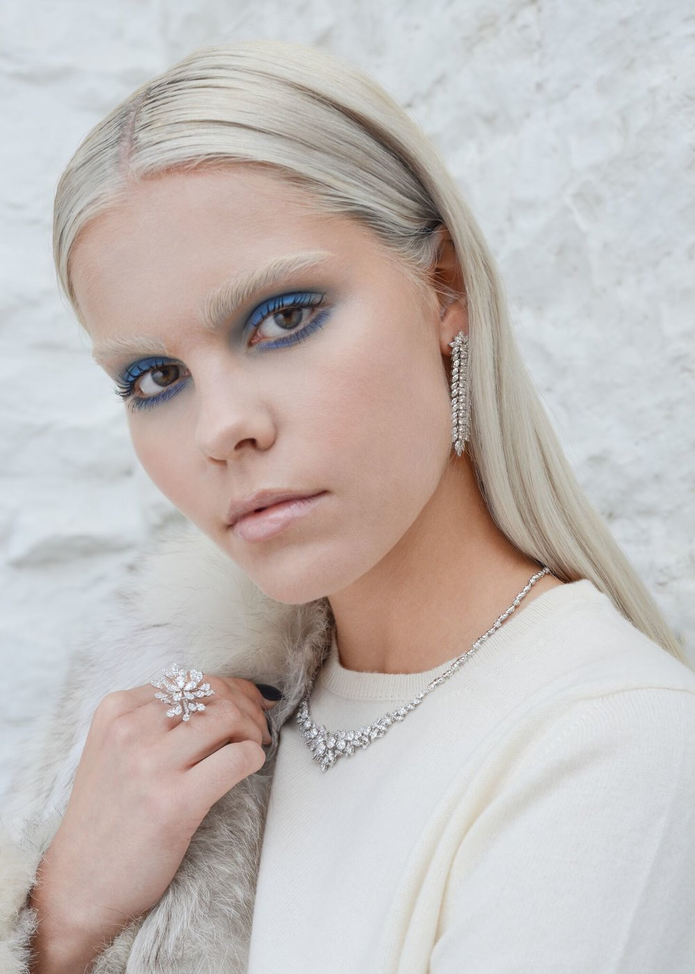 Nina wears: Cross Cashmere cream  t-shirt , diamonds from Rox