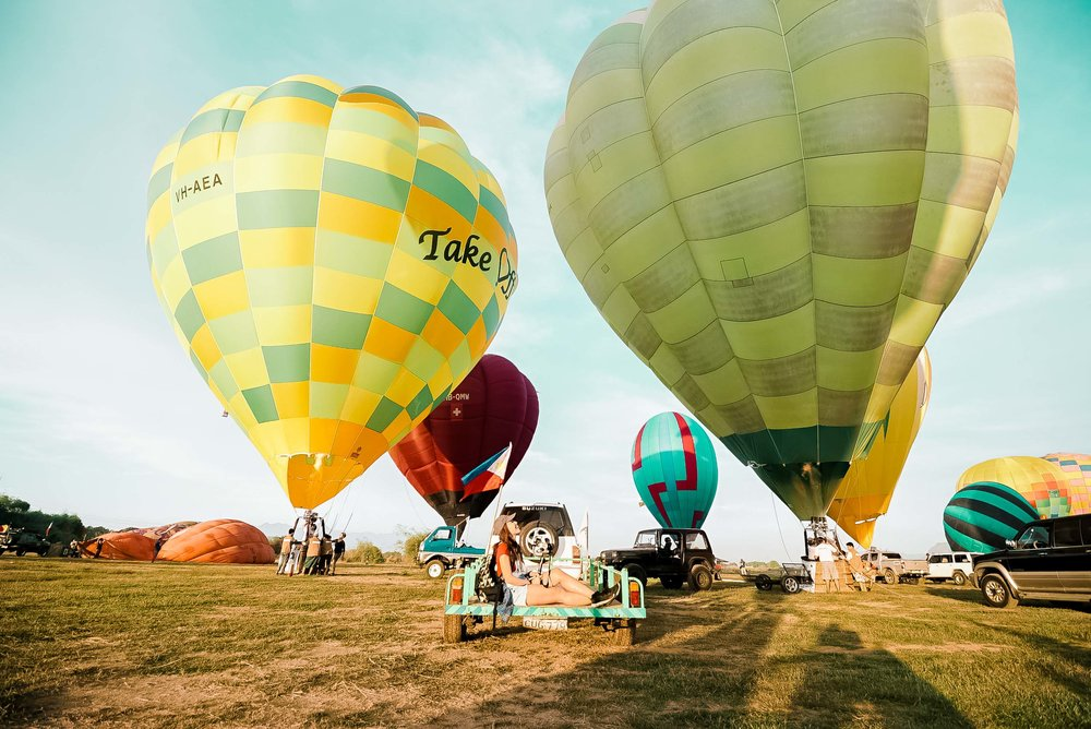WHAT TO WEAR  . Comfortable shorts/pants that you can move in so you can easily hop in and out of the balloon basket . You'll be on your feet for the entire flight and it is most likely that you will land in the field. To stay comfortable and to protect your feet from grass burrs when that happens, wearing boots or sneakers would be ideal. . A hat to guard your face from the direct sunlight!