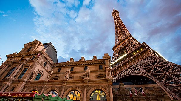 eiffel tower las vegas attraction